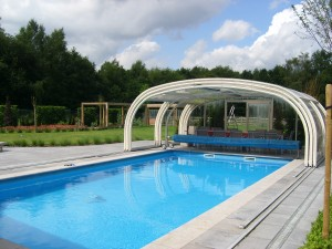 Zwembadoverkapping zwembadenpro wellnesspro for Zwembad overkapping