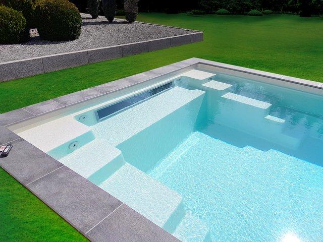 Zwembadenpro wellnesspro voor de professionele zwembad for Kostprijs polyester zwembad